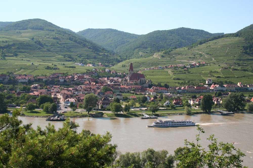 Blick auf Weißenkirchen und die Donau